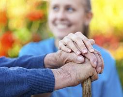 Come ridurre il rischio di fratture nell'anziano